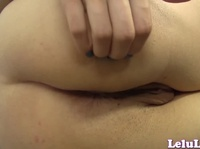 Sexy Lelu spreads her shell on cam